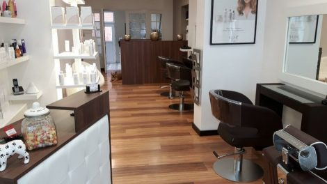 SALON: M'TETE EN L'HAIR